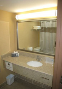 quality-inn-orleans-ottawa-bathroom